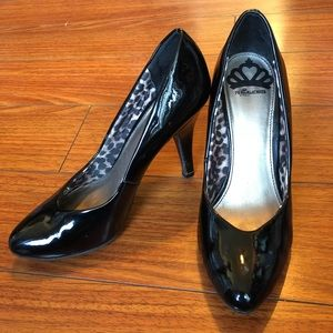 Fergie Fergalicious sz 7 patent leather pumps